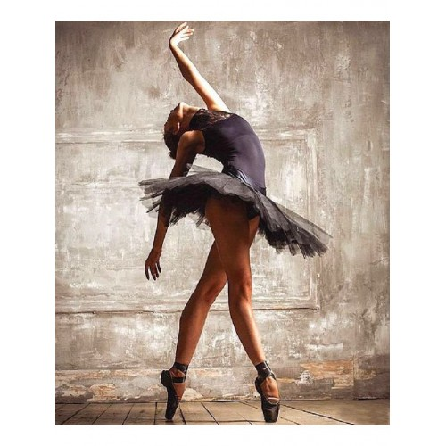 Балерина в черно